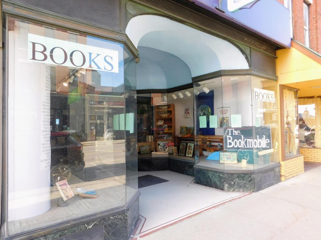 Bookstore store front (photo credit: Bianca Zanella)